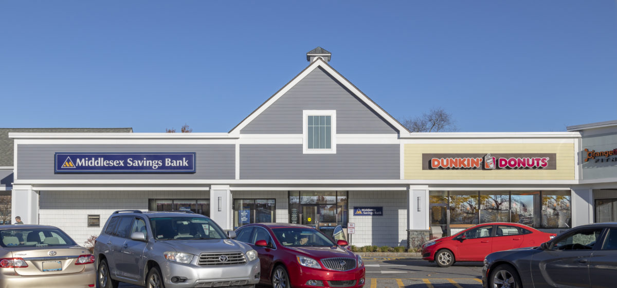 Middlesex Savings Bank and Dunkin Donuts at Westford Valley Marketplace ©_jimRaycroft