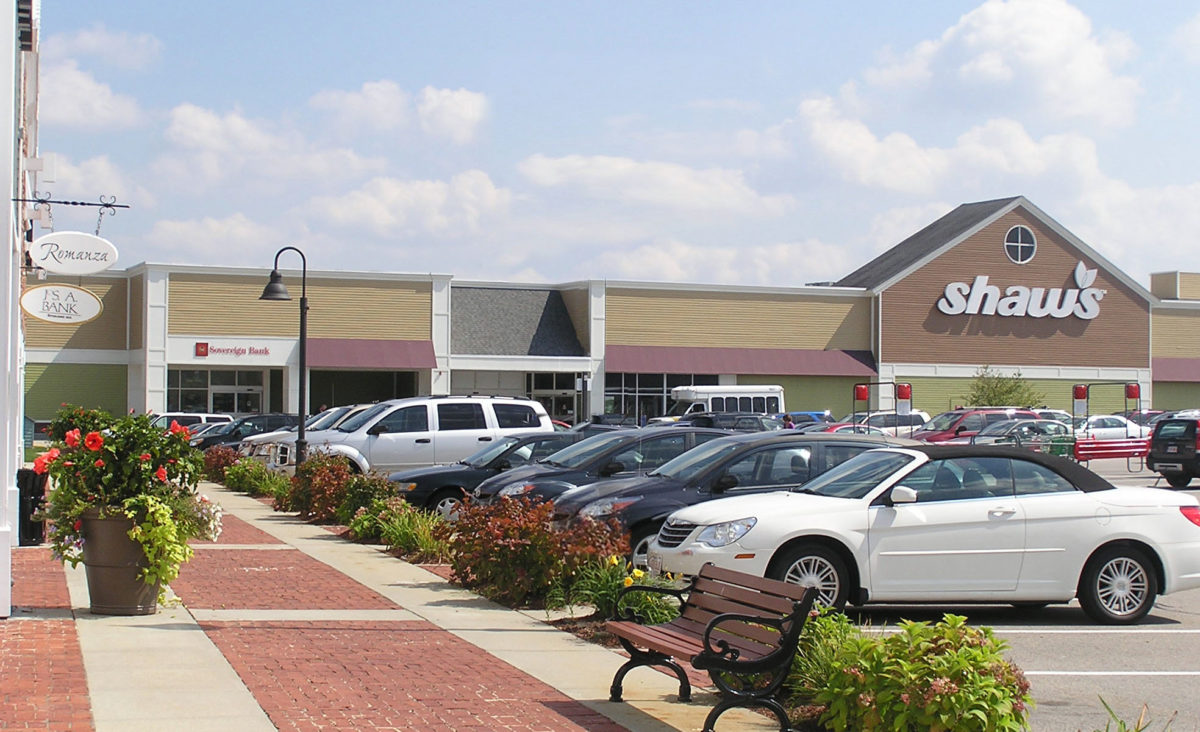 Shaw's at Village Shoppes